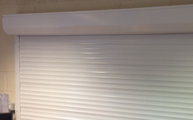 Internal roller shutter for windows